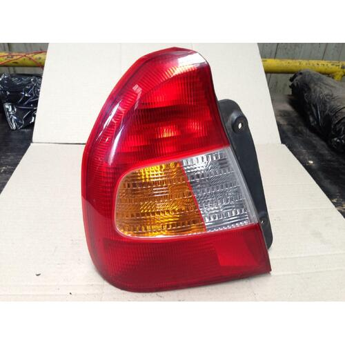 Hyundai Accent Left Hand Rear Taillight Sedan 06/00-02/03