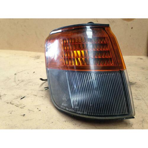Mitsubishi Pajero NH NJ NK Right Front Corner Light Genuine 1991-1998