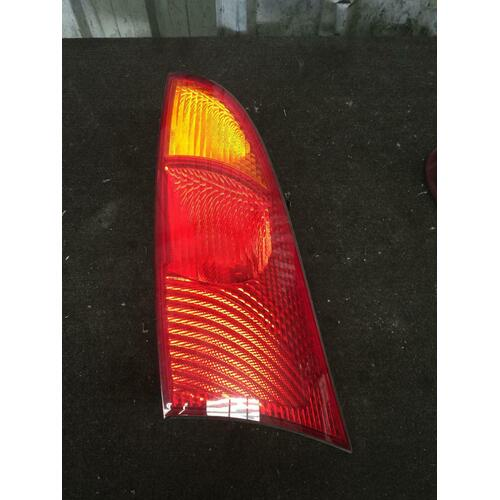 Ford FOCUS LR Left Taillight Genuine 10/02-06/05 Wrecking Car