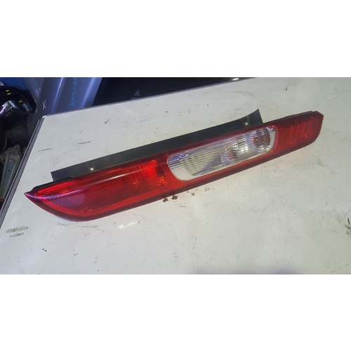 Ford Focus LS Right Hand Tail Light 06/2005-05/2007